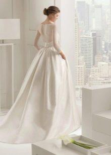 Свадебное платье с закрытой спиной классическое