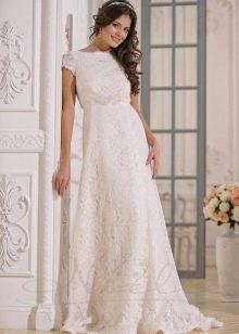 Классическое закрытое свадебное платье