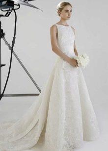 Свадебное платье а-силуэта со шлейфом