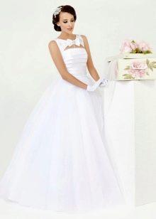 Свадебное платье из коллекции Simple White от Kookla с вырезом