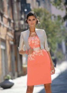Коралловое платье с белым