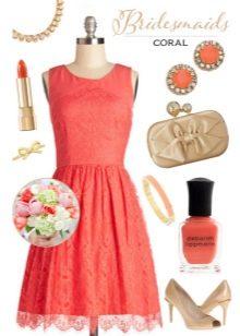 Коралловое платье с бежевым