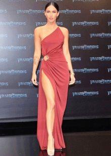 Меган Фокс в коралловом платье