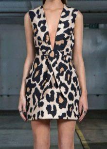 Леопардовое платье минимальной длины