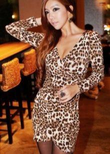 Леопардовый принт на платье с запахом