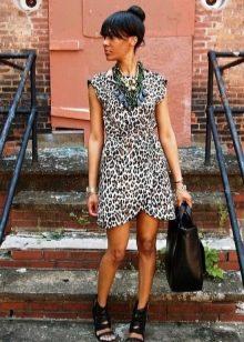 Платье с запахом с леопардовым принтом