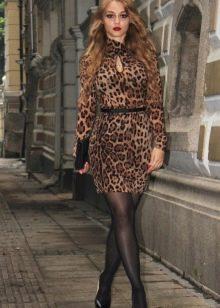 Леопардовое платье - его достоинства