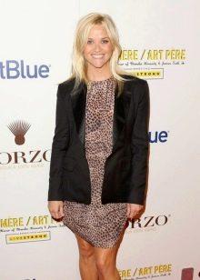 Риз Уизерспун в леопардовом платье средней длины