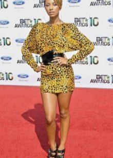 Кери Хилсон в леопардовом платье