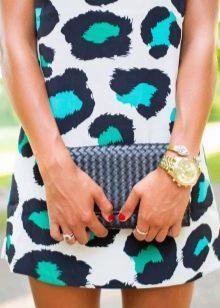 платье с бело-зеленым леопардовым принтом