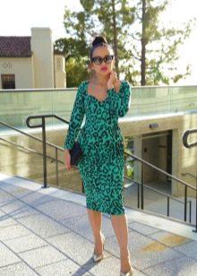 Зеленое платье с леопардовым принтом