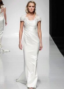 Прямое свадебное платье с закрытыми плечами