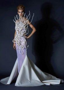 Необычное вечернее платье от Jean Louis Sabaji со шлейфом