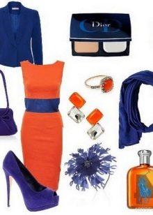 Оранжевое платье с синими аксессуарами