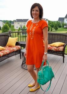 Оранжевое платье в сочетание с разными цветами