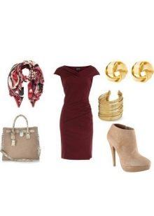Золотые и бежевые аксессуары к платью цвета баклажан
