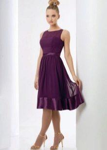 Платье цвета баклажан средней длины