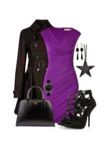Платье цвета баклажан с черными аксессуарами
