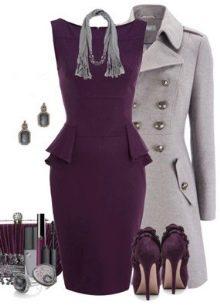 Платье цвета баклажан и серое пальто