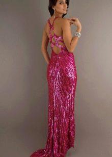 Длинное платье цвета фуксии необычного кроя из пайеток