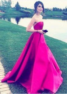 Длинное платье цвета фуксии