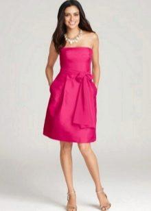 Платье цвета фуксии длины миди