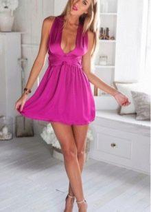 Короткое шелковое платье цвета фуксии