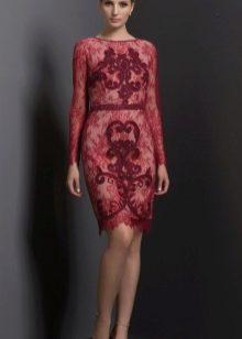Короткое вечернее платье цвета марсала