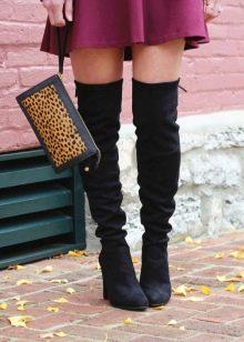 Черный цвет в сочетание с цветом марсала в одежде