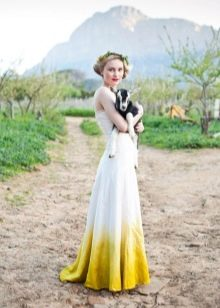 Бело-горчичное платье с градиентом