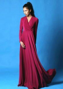 Длинное вечернее платье малинового цвета
