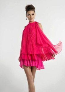 Короткое красное платье из шифона