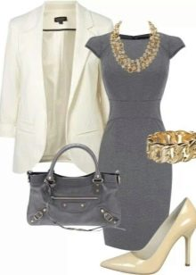 Платье серого цвета с белым пиджаком