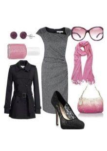 Серое платье и розовые аксессуары к нему