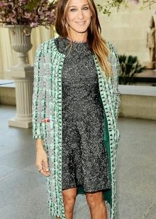 Зеленое пальто к серому платью