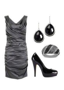 Серое платье с черными украшениями