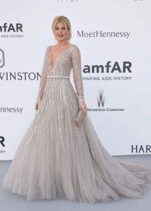 Очень красивое светло-серое платье