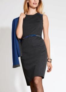 Серое платье с синим кардиганом и пояском