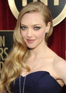 Макияж для блондинок под темно синее платье