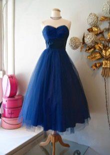 Длинное пышное вечернее платье темно-синего цвета