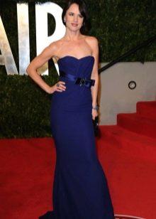 Темно-синее длинное платье