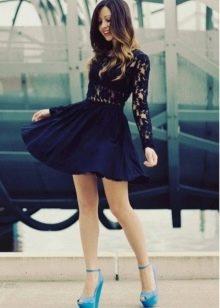 Платье темно-синего цвета с гипюровыми вставками