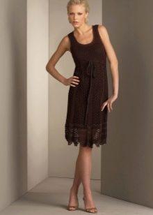 Коричневое вязаное платье