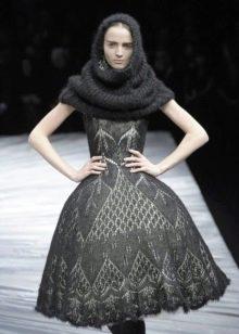 Пышное вязаное платье короткое