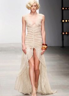 Платье с разрезом впереди