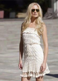 Летнее вязаное платье короткое