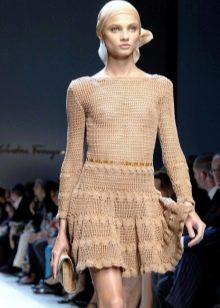 Расклешонное короткое вязаное платье
