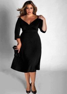 Черное платье с глубоким V-образным вырезом и рукавами три четверти для полных дам