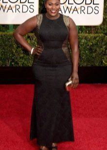 Длинное вечернее черное платье с золотыми вставками для полных женщин