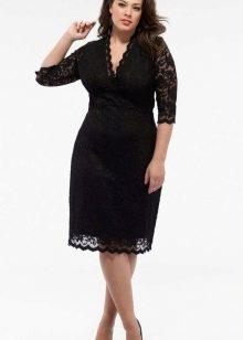 Черное кружевное платье средней длины для полных